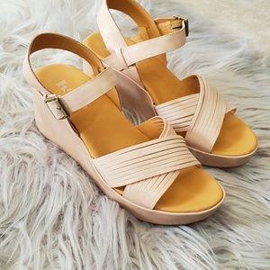 Korks brand platform sandal rosey nude size 9
